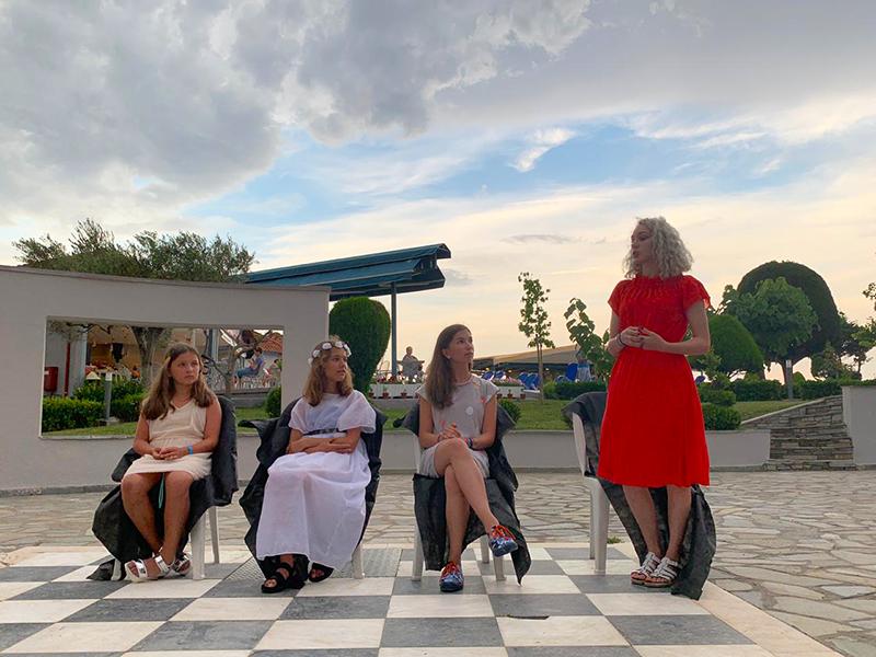 Сегодня все были в волнении, кто же она – наша Афродита?! А на конкурсе встретились четыре девушки, одну из которых должны были назвать именем Богини красоты.