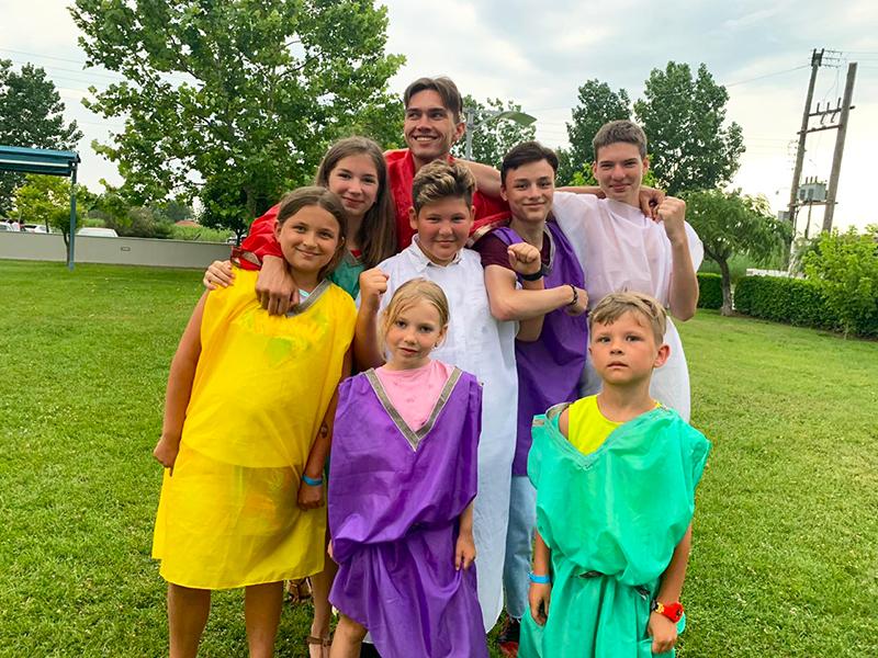Дружные Афиняне, показывавшие свое мастерство все эти недели, стали единым сплоченным семейством Богов.
