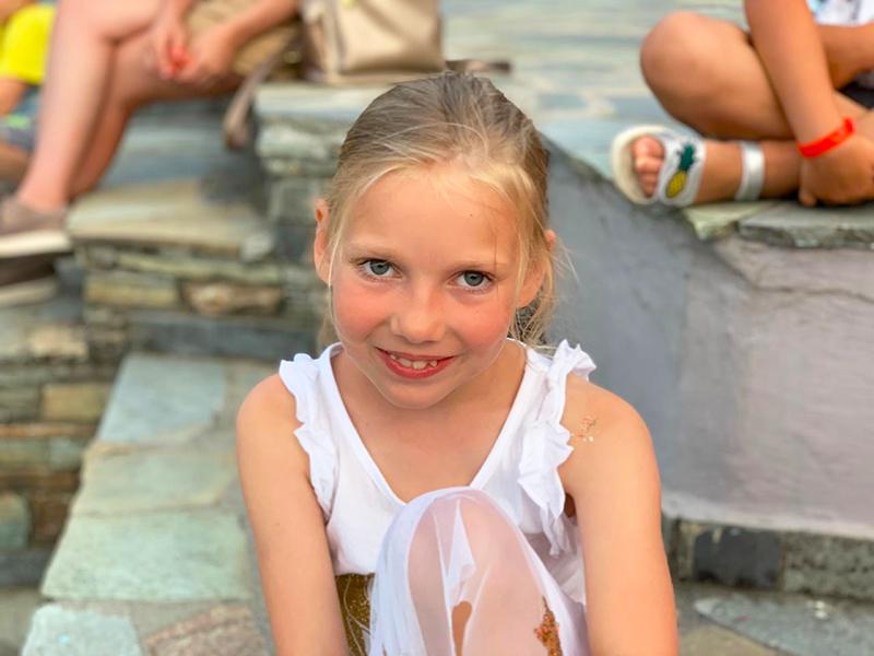 Солнечный свет излучала утром Ева, которой 24 июня исполнилось 8 лет.Поздравляем! Радуемся!