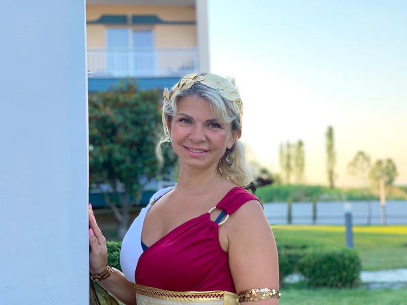Сегодня Юлиана, знатная аристократка и мудрая советница Императора, созвала великий праздник для поиска новой императрицы!