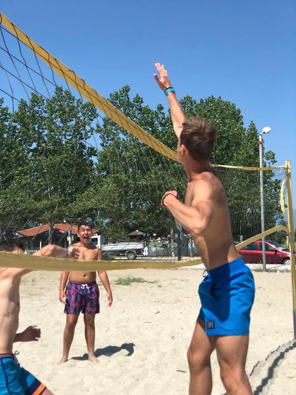 Никита-один из организаторов спортивных игр,  он любит и  сам играть, и с удовольствием обучает новичков.