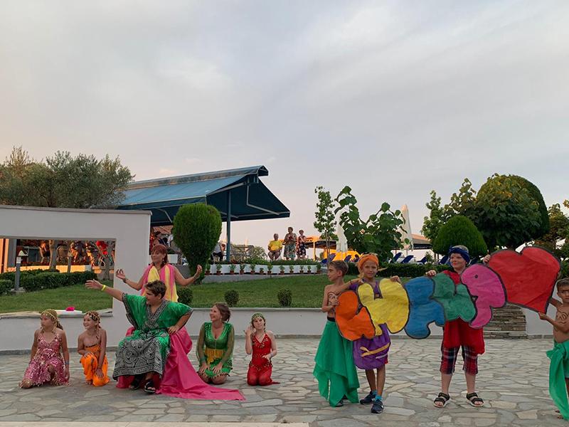 В Индии любят танцы, песни, яркие костюмы. Невозможно не восхититься их радостным восприятием жизни.