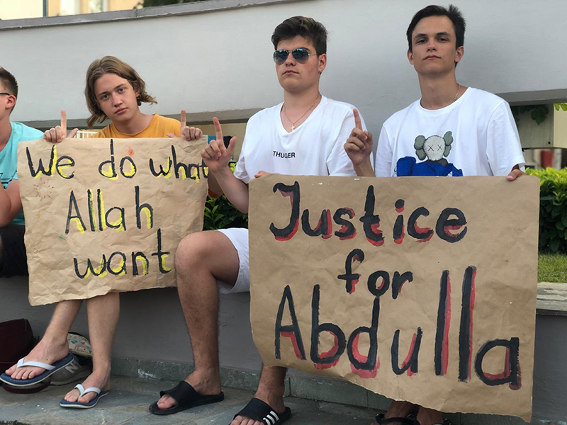 Народ вожделел справедливости! Все хотели разобраться в мотивах убийства. Вера в честный и независимый Суд была непреклонна.