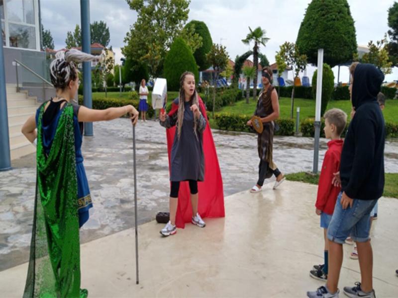 Здесь их встретили боги Асгарда. Бог Один и его сыновья громовержец Тор и бог хитрости и обмана Локи.