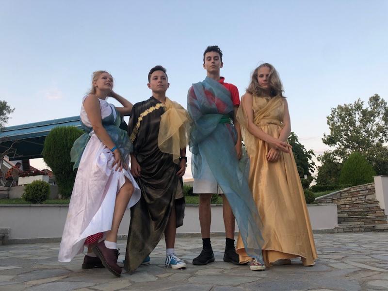 Французы: Влад и Александра, Ян и Анастасия.