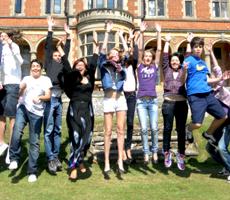 Языковые курсы в Churchill House School