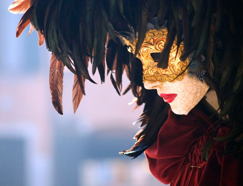 фото красивых девушек брюнеток на карнавале