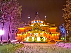 Ночная иллюминация дворца Деда Мороза в Великом Устюге