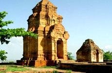 экскурсия по храмам Ангкора: посещение древнего города Angkor Thom и его крупнейшего храма Angkor Wat.