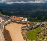 Отель на обрыве открылся в Черногории