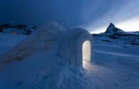 Отель из снега и льда с горячим бассейном строят на Камчатке