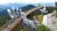 В Дананге открыли мост на огромных ладонях